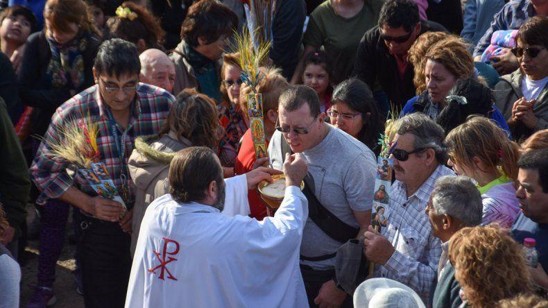 La misa. Fue oficiada por el obispo del Alto Valle de Río Negro.