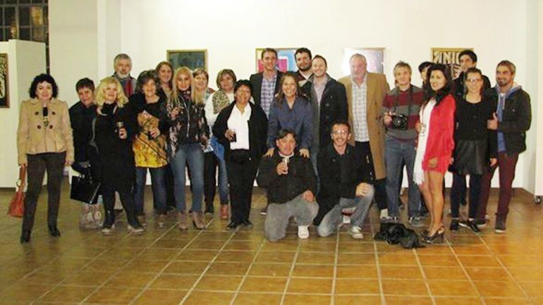 Artistas e invitados estuvieron presentes en la inauguración de la muestra Arte Único.