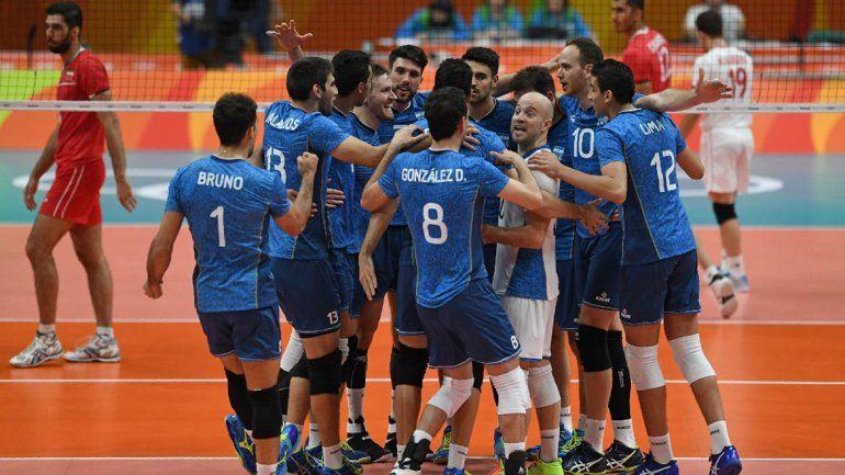 El equipo argentino de vóley debutó con victoria sobre Irán