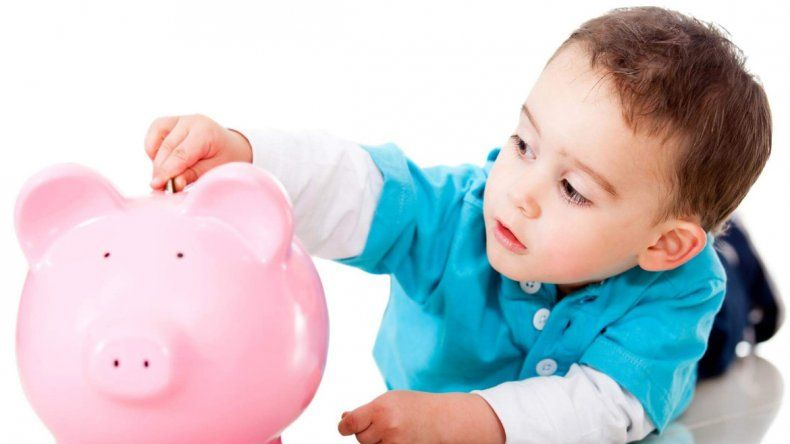 Guardar y manejar su dinero los entrena a futuro.