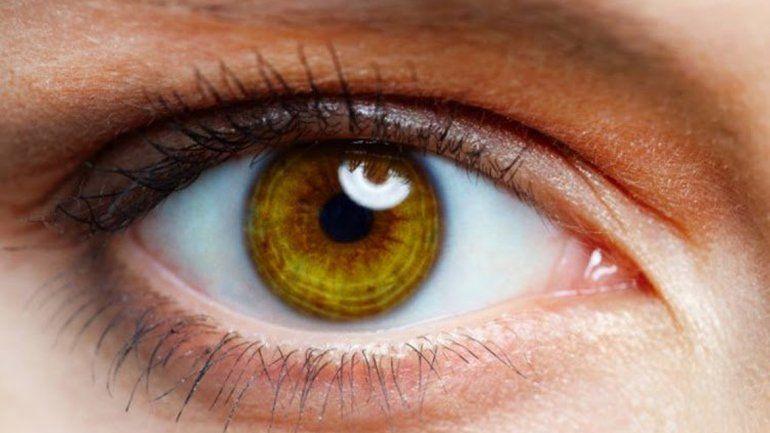 El agujero macular afecta la retina y la visión disminuye severamente.