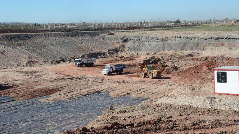 Máquinas trabajando en el Complejo Ambiental Neuquén (CAN).