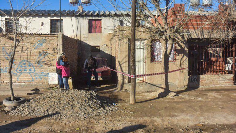 La casa baleada por dos jóvenes en moto.