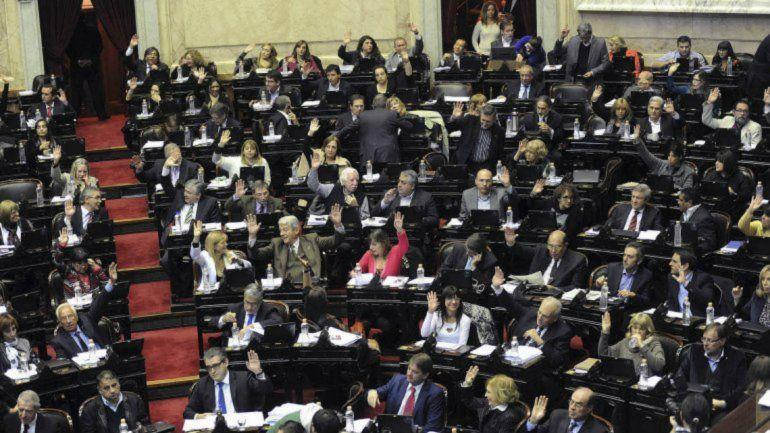 La oposición no logró imponerse el debate para frenar los aumentos