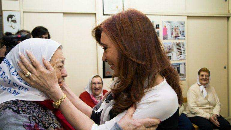 Cristina con Hebe y las Madres de Plaza de Mayo