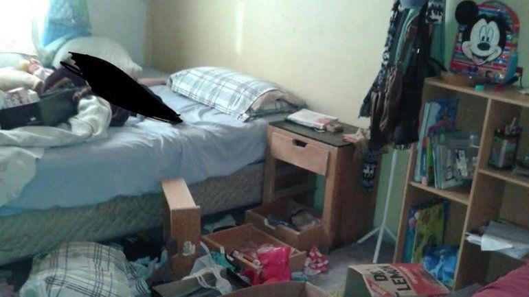 Una de las habitaciones revueltas en la casa de los hijos de Merino.