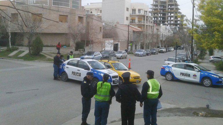 Accidente entre un patrullero y un taxi en el Alto