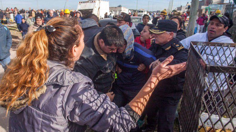También hubo algunos incidentes con manifestantes opositores a Macri.