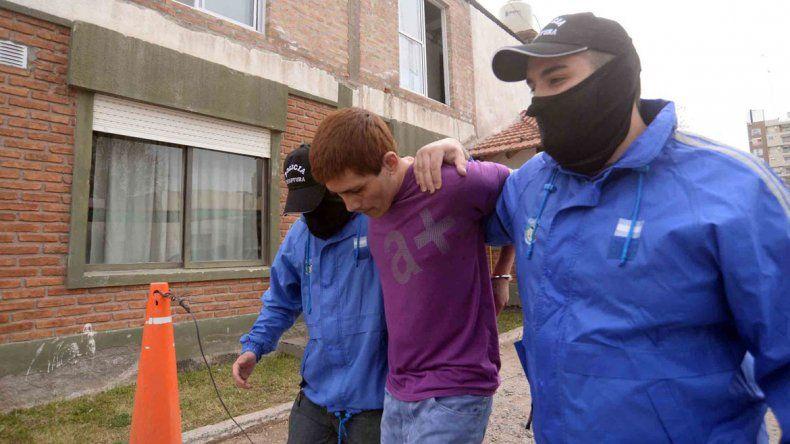 Juan Pablo Sosa fue trasladado a la Dirección Delitos de la Policía.