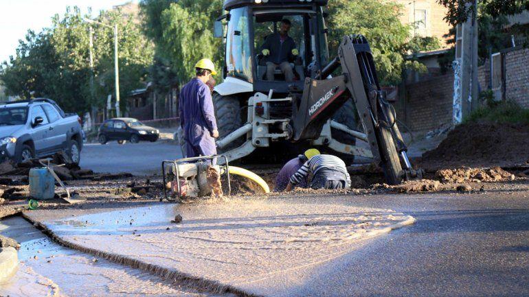 Calles rotas y con agua