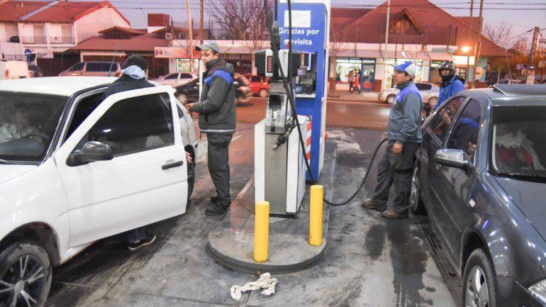 Apuestan a un repunte del consumo de combustibles