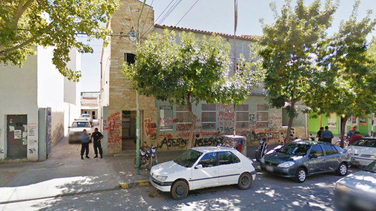 Los jóvenes detenidos fueron trasladados a la Comisaría 4ª de Cipolletti.