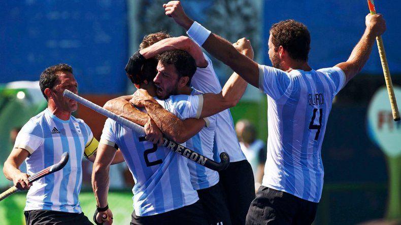Los Leones le ganaron a España y quedaron a un paso de la medalla