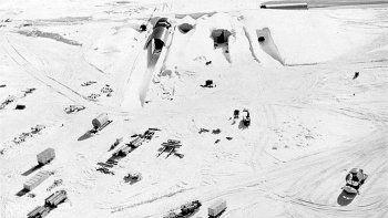 Se derritió el hielo y apareció una base militar estadounidense