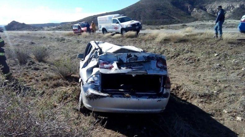 Pinchó una rueda del auto y volcó sobre la Ruta 234