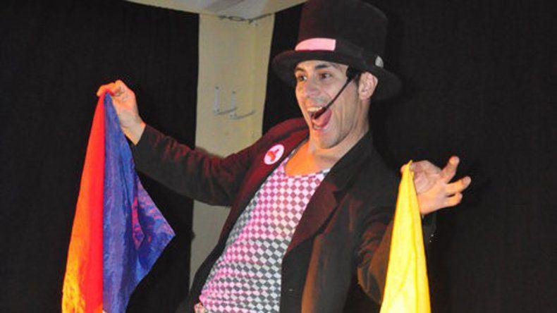 El Mago Lukas le pondrá la cuota de intriga y simpatía a la primera jornada de celebración con sus trucos de magia.