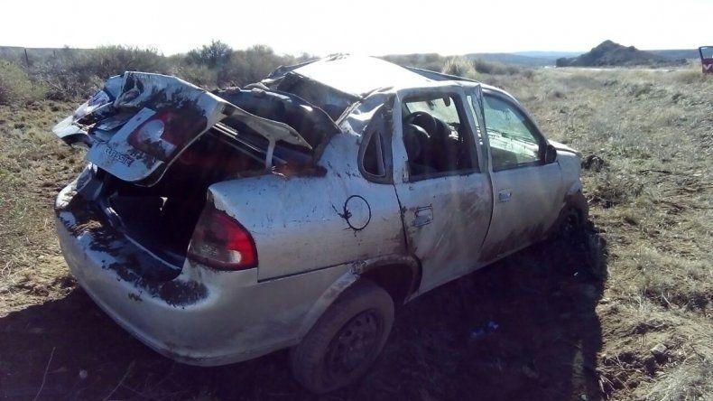 El Chevrolet Corsa que volcó en la Ruta 234.