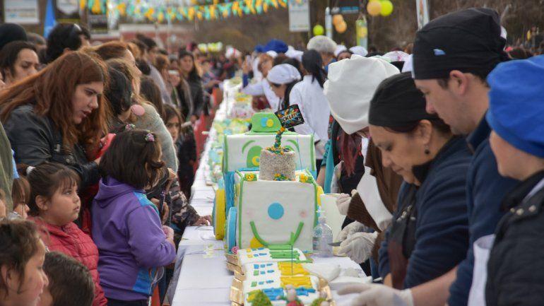 Decenas de tortas fueron compartidas y otras