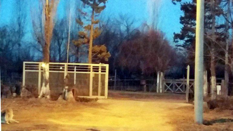 La casa violentada está a unos pocos metros de la entrada al barrio Aurora.