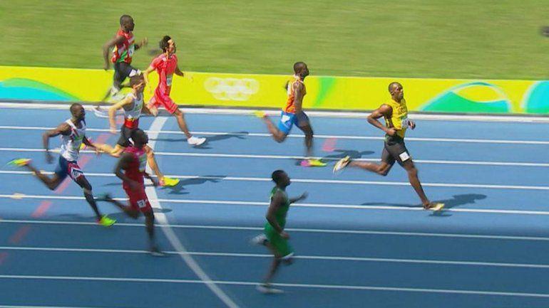 Usain Bolt ganó los 200 metros y pasó a semis
