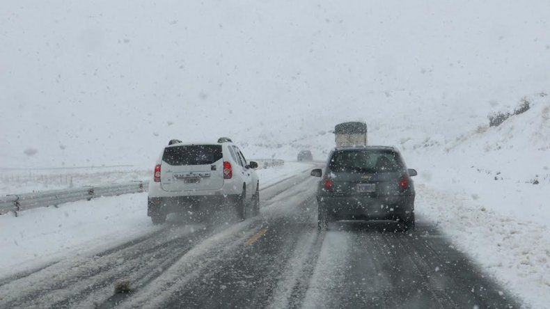 Disminuye el viento en el valle y siguen las nevadas en la cordillera