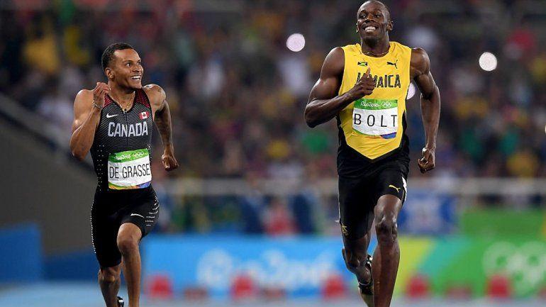 Usain Bolt se mete riendo en la final de 200 metros de Río