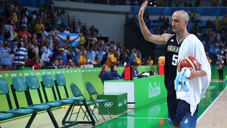 Manu Ginóbili se despide de los simpatizantes argentinos.