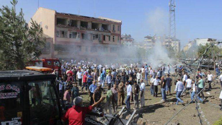 Tres muertos y 120 heridos en un atentado en Turquía