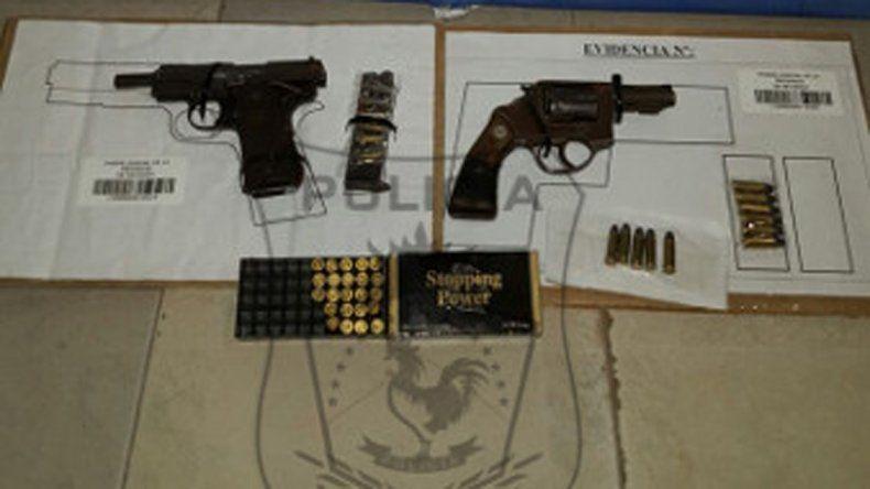 Le robaron el arma reglamentaria a un policía retirado