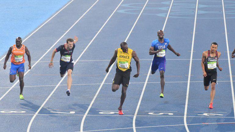 Usain Bolt volvió a vapulear a sus rivales ganando sin exigirse.