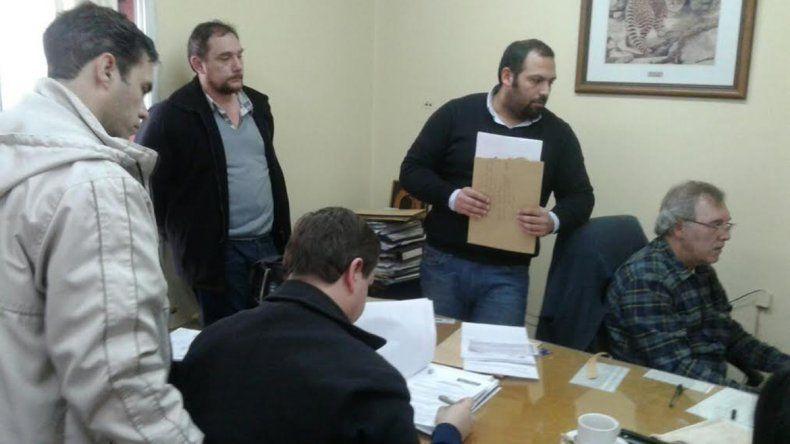 Denuncian irregularidades en los concursos de obras públicas