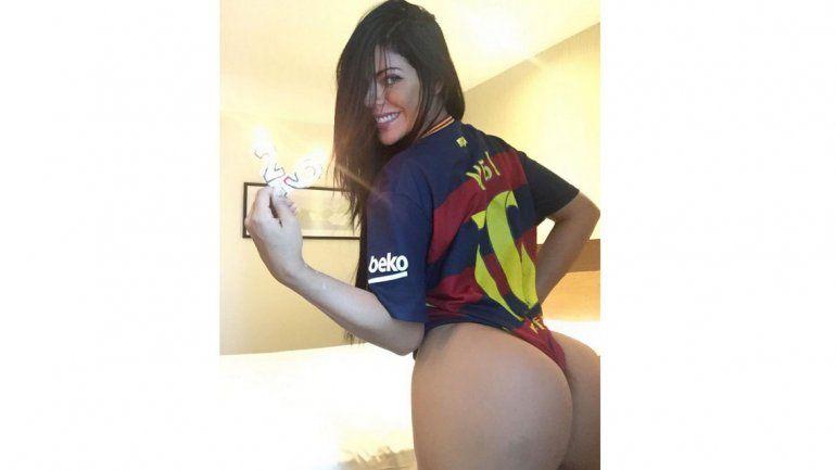 Se desnuda para que Messi la desbloquee