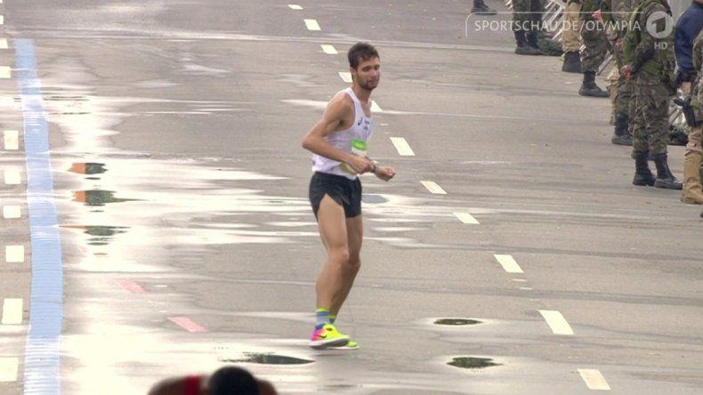 Emotivo: Bruno llegó a la meta del maratón lesionado
