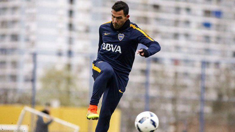 Carlos Tevez estará desde el arranque esta noche