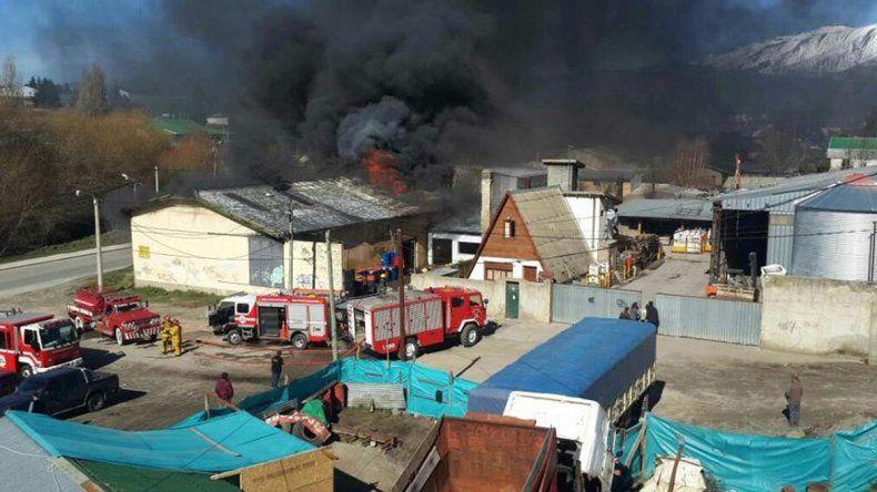 Evacuaron a vecinos del Este  por un incendio en un lubricentro