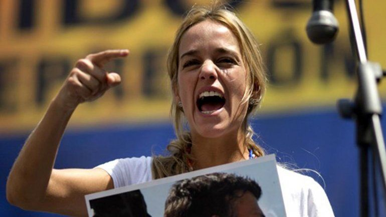 La denuncia la hizo la esposa del líder opositor detenido