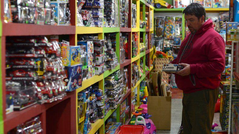 Recolectan juguetes y alimentos para  el Día del Niño