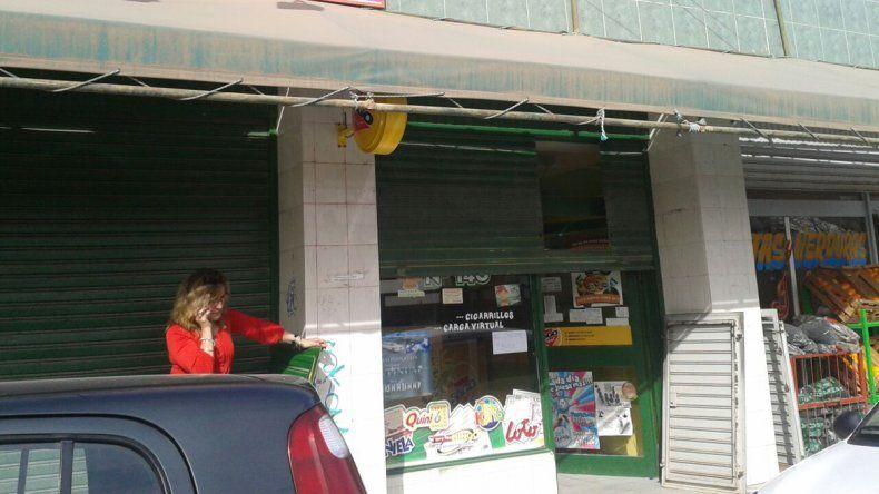 Delincuentes entraron por una ventana y se llevaron 190 mil pesos de un Pago Fácil