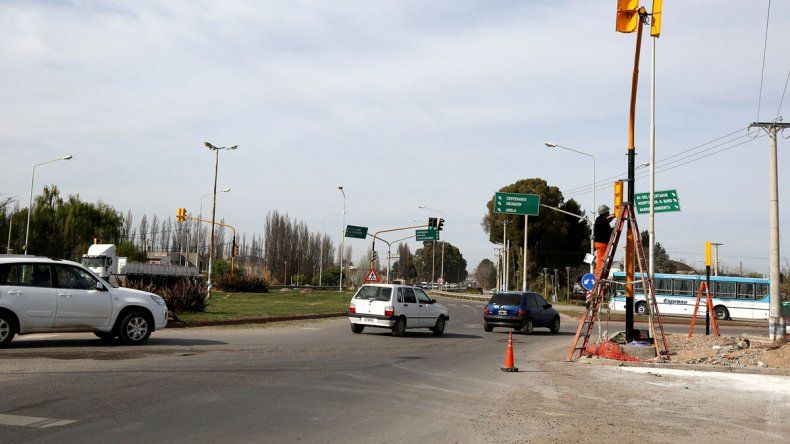 Con los nuevos semáforos de la tercera rotonda pretenden agilizar el tránsito