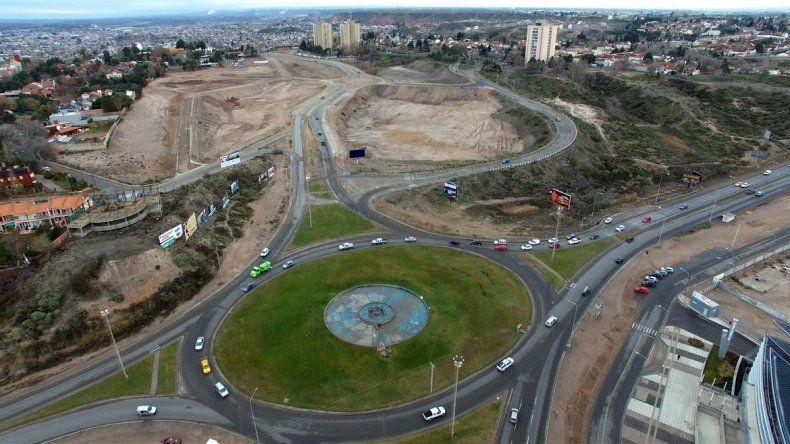 La rotonda de la Ruta 7 vista desde el dron de LM Neuquén. En horas pico