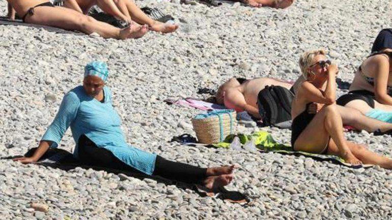 En la Costa Azul habían prohibido el uso del traje de baño islámico.