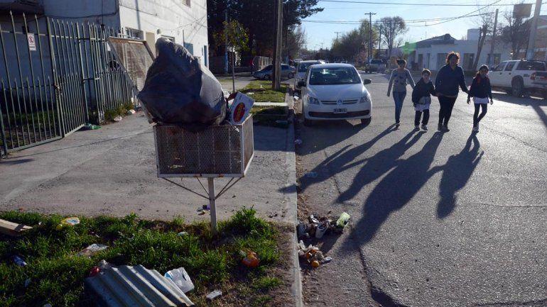 Levantarán la basura que colmó las calles de Plottier