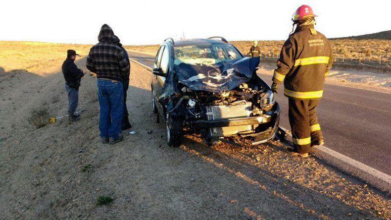 Dos personas heridas al chocar contra un caballo suelto en la Ruta 22