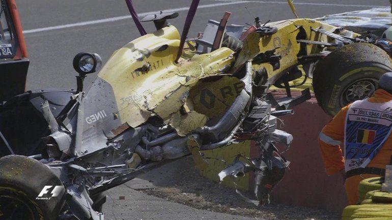 Milagro en la Fórmula Uno: sufrió un accidente espectacular y salió del auto como si nada