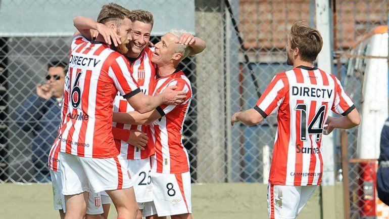 Estudiantes de La Plata goleó a Tigre por 3 a 0 en Victoria