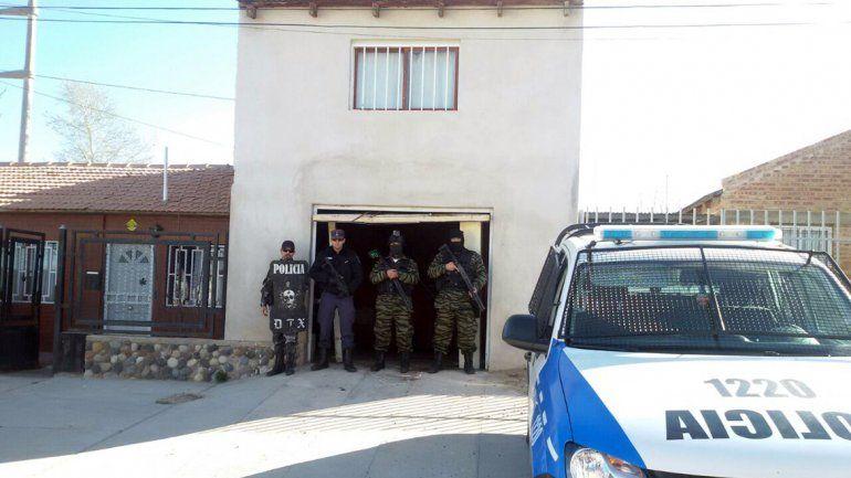 La Policía allanó dos casas
