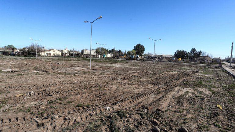 El terreno quedó limpio. Ahora restan los trabajos para parquizar el lugar en el que funcionó un basurero clandestino hasta hace poco tiempo.