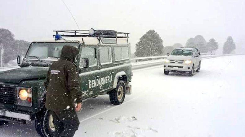 Cerraron el paso Pino Hachado por las intensas nevadas