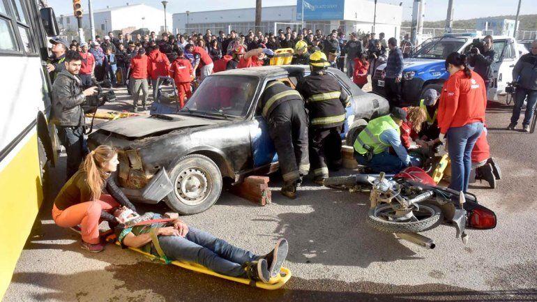El simulacro organizado ayer para perfeccionar la asistencia frente a las emergencias más comunes en la ciudad.