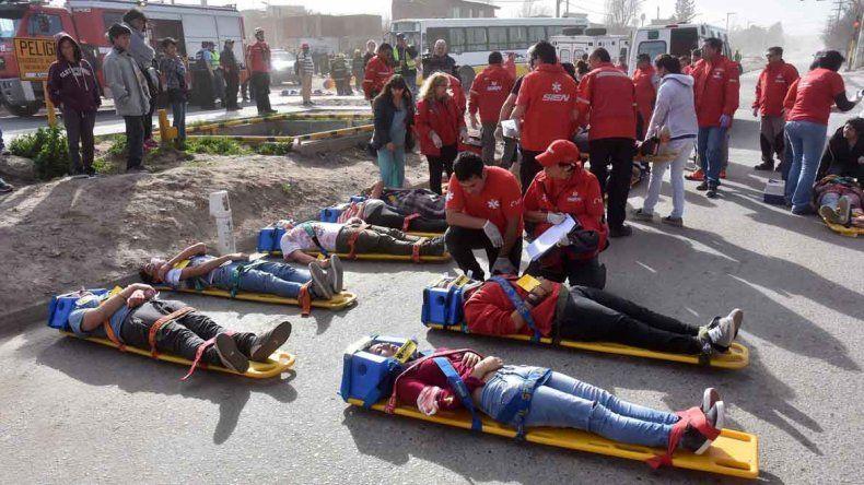 Unas 120 personas participaron del simulacro de accidente múltiple en el Oeste.